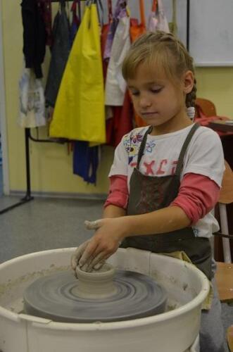 Детская студия, занятия 2 раза в неделю по 2 часа, оплата только за материалы