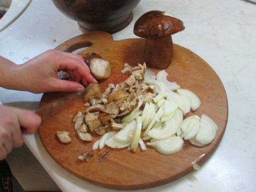 4. Лук и грибы.