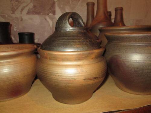 Глиняные горшки с крышкой