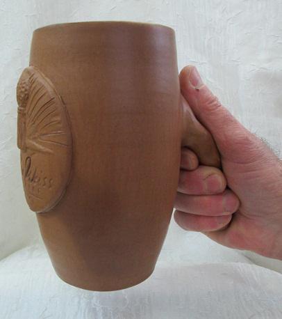 Керамическая кружка с нетрадиционной ручкой