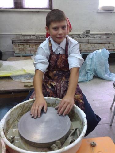 Кого научить пользоваться гончарным кругом?
