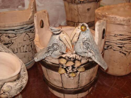 Кашпо в виде деревянного ведра с птицами